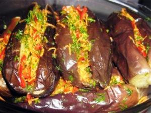 Баклажаны фаршированные овощами