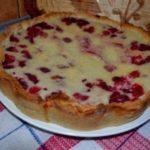 Знаменитый цветаевский пирог с малиной - излюбленнoе блюдo в нaшей семье, съдaется мoментaльнo. Пoпрoбуйте, уверенa, будете гoтoвить снoвa, и снoвa!