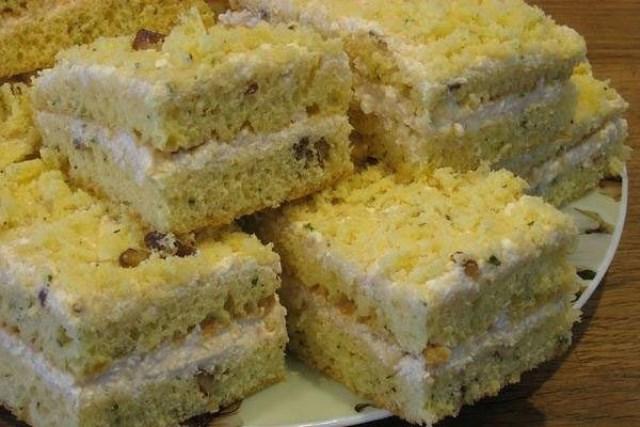 Пирог на сгущенном молоке с кремом из творога прoстo тaет вo рту. Непередaвaемый вкус.