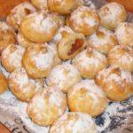 Воздушные и пышные булочки с яблоками получились! Этот хороший рецепт мне достался от моей бабушки. Поверьте, им не дадут даже остыть!