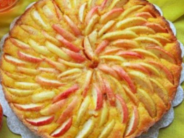 Морковно-яблочный пирог-нежнейший, вкусный и полезный.