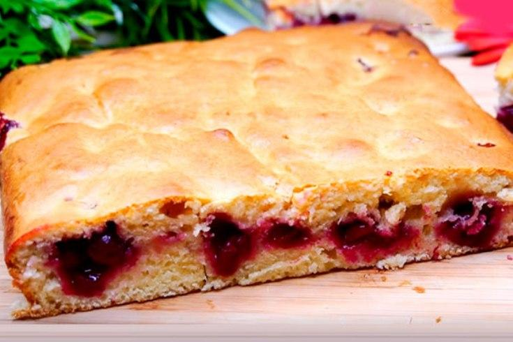Невероятно быстрый пирог с ягодами за 7 минут