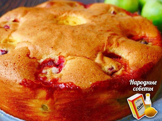 Пирог получается мягче и сочнее, чем шарлотка