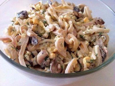 Салат из кальмаров с грибами