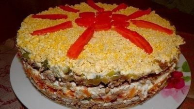 Слоеный печеночный салатик