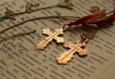 Можно ли носить крестик умершего родственника?