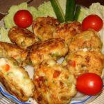 Рецепт очень вкусных и полезных котлет из куриного мяса с овощами и сыром.