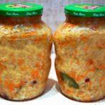 Рецепт квашеной капусты с клюквой, которая имеет не только потрясающий пикантный вкус, но и огромное количество витаминов.