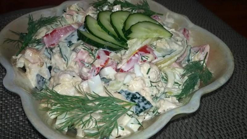 """Салат """"Бахор"""" с ярким и насыщенным вкусом.Идеальное сочетание куриной грудки со свежими овощами.Попробуйте приготовить не пожалеете"""