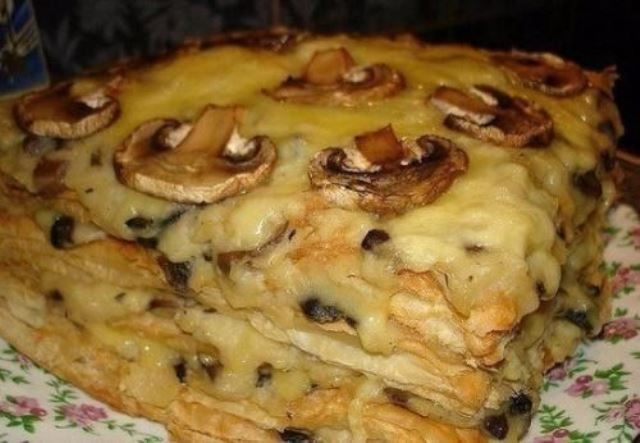 Необычная закуска Наполеон закусочный, которая станет настоящим деликатесом на вашем столе