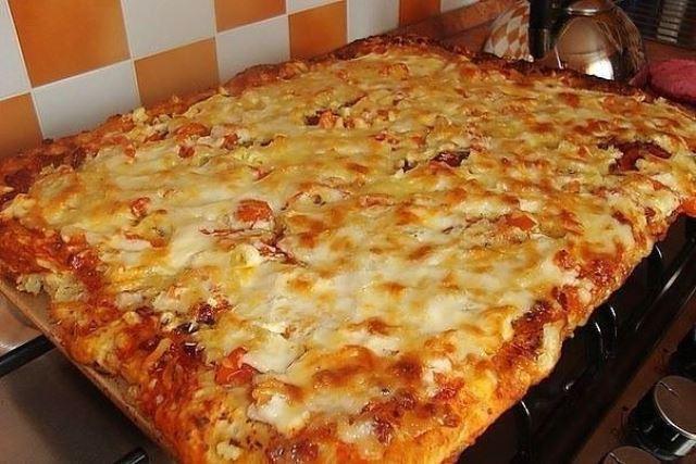 Быстрая пицца на противне