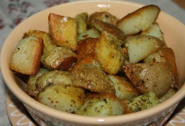 Картошка, запеченная в чесночном масле, частый гость на моем столе!