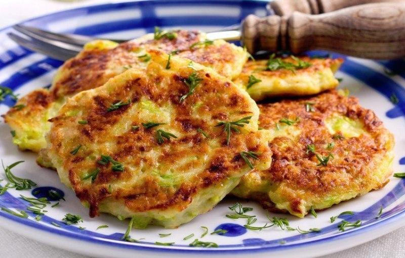 Творожные оладьи с сыром и луком