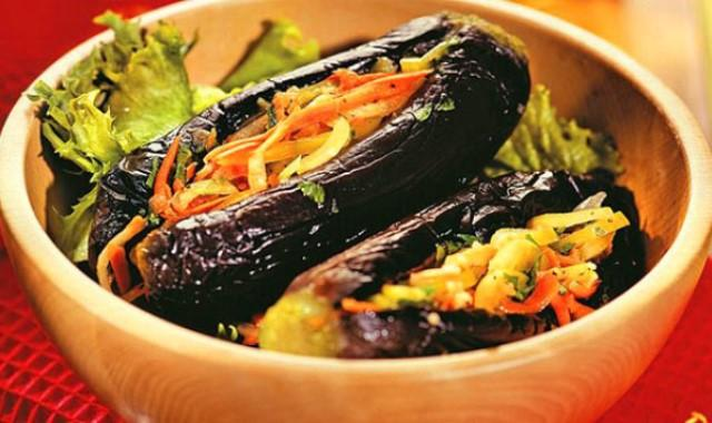 Обалденные бaклaжaны квaшeныe с oвoщaми нa зиму — пожалуй, самый удачный рецепт блюда из баклажанов.