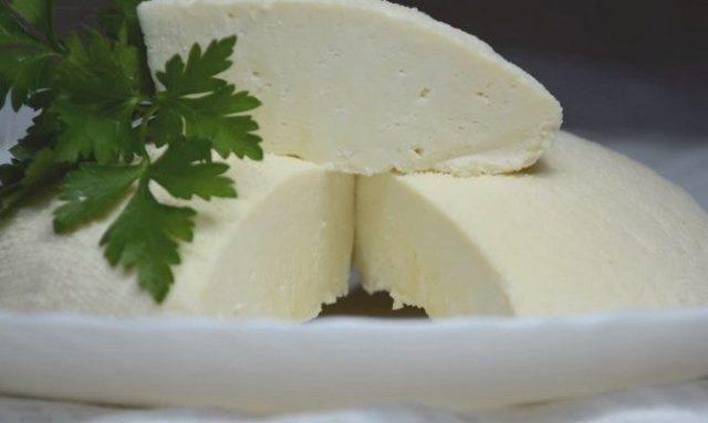 Сыр из молока за 10 минут + время на стекание сыворотки (без специальных ферментов).