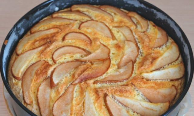 Простой пирог с грушами.