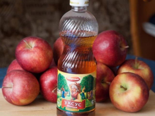 Яблочный уксус: почему его необходимо принимать вечером.