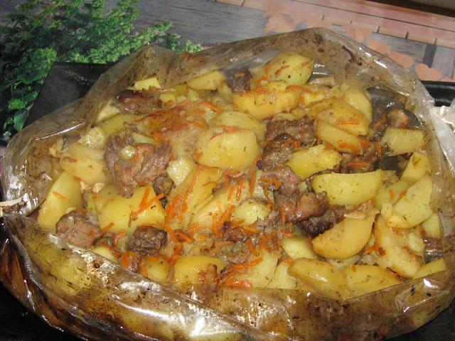 Мясо с картофелем в рукаве. Такое необыкновенно ароматное, нежное и очень вкусное блюдо украсит любой праздничный стол.