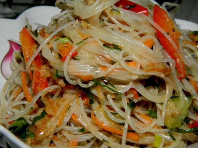 Обалденная фунчоза по-корейски: вкуснотища, от которой невозможно оторваться.